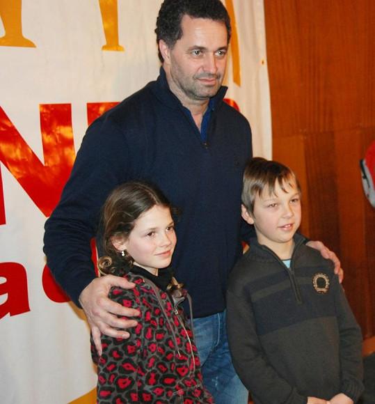 Martin Dejdar se s dětmi ochotně vyfotil.