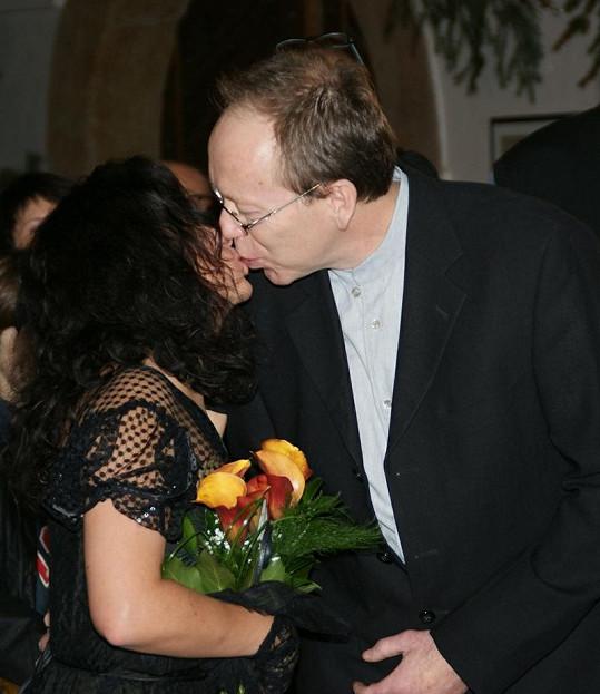 První novomanželský polibek.