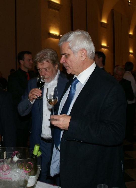 Jan Kanyza i Petr Štěpánek jsou znalci vína.