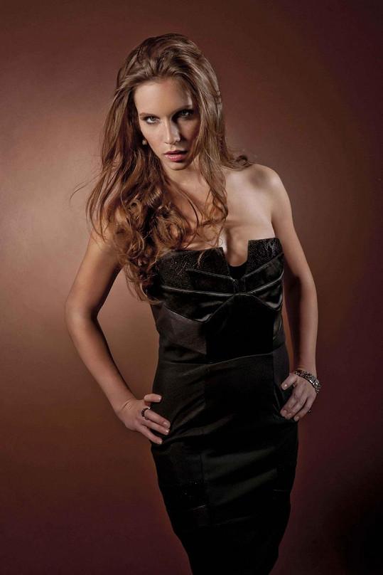 Hana Vágnerová v sexy póze.