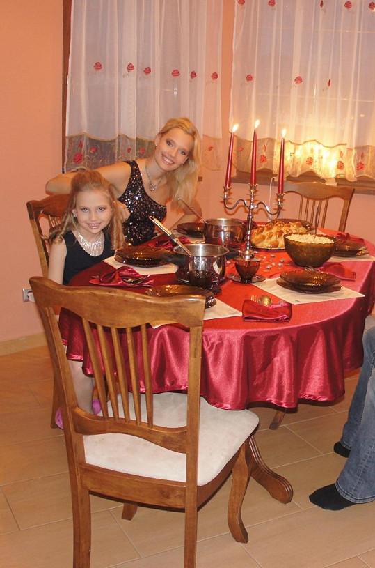 Kristýna i její mladší sestra si Vánoce užily.
