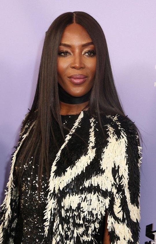 Naomi je prý stále single.
