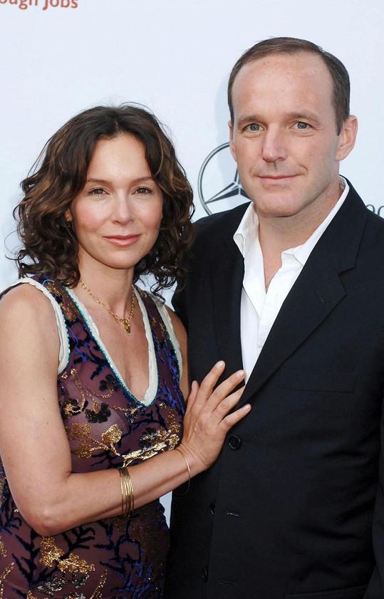 Clark Gregg a Jennifer Grey se po 19 letech manželství rozvádějí.