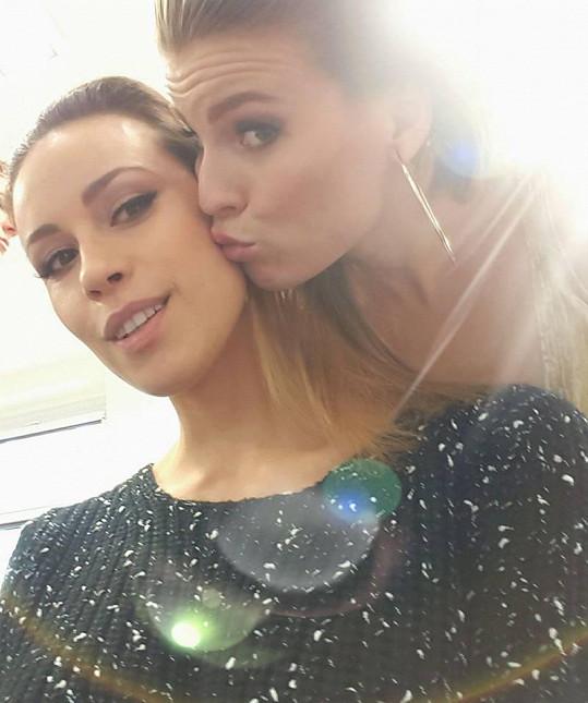 Při focení se potkala s modelkou Kateřinou Votavovou.