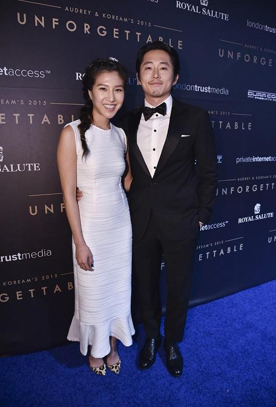 Steven Yeun a Joana Pak čekají miminko.