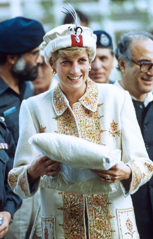 Stejný klobouk jako Kate na sobě měla už princezna Diana před osmadvaceti lety.