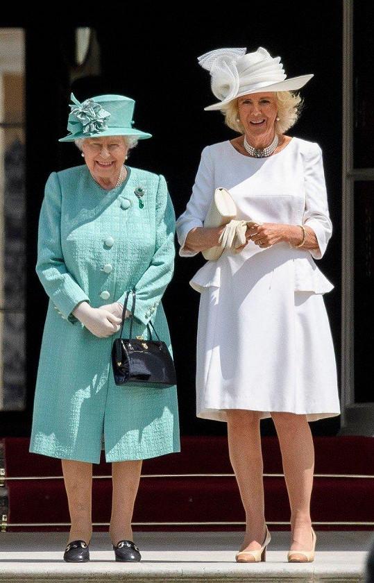 Vévodkyně z Cornwallu Camilla s královnou Alžbětou II.