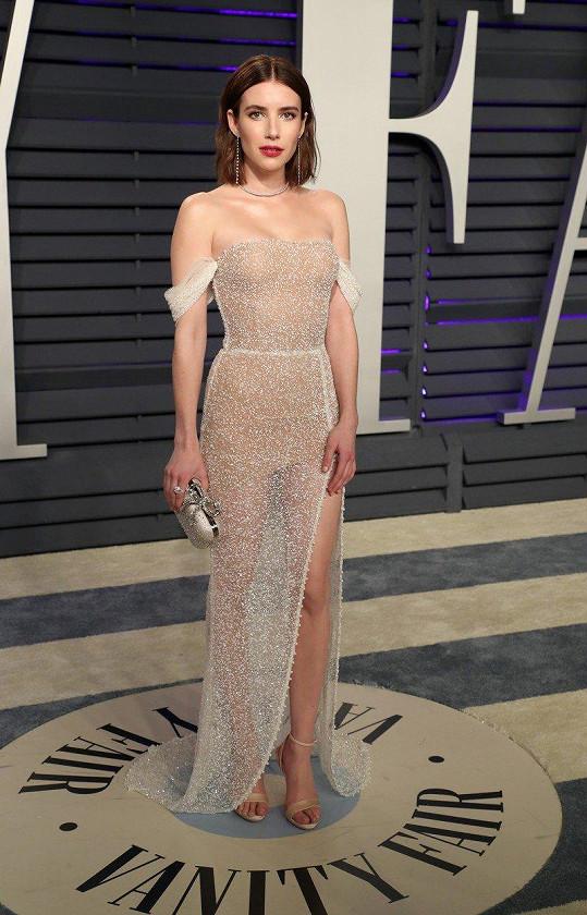 Emma Roberts (157 cm)