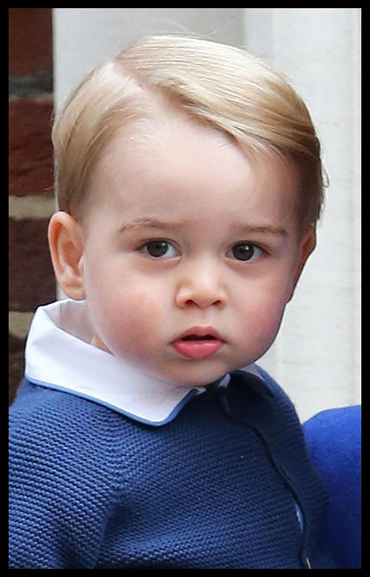George se nedávno dočkal sestřičky Charlotte.