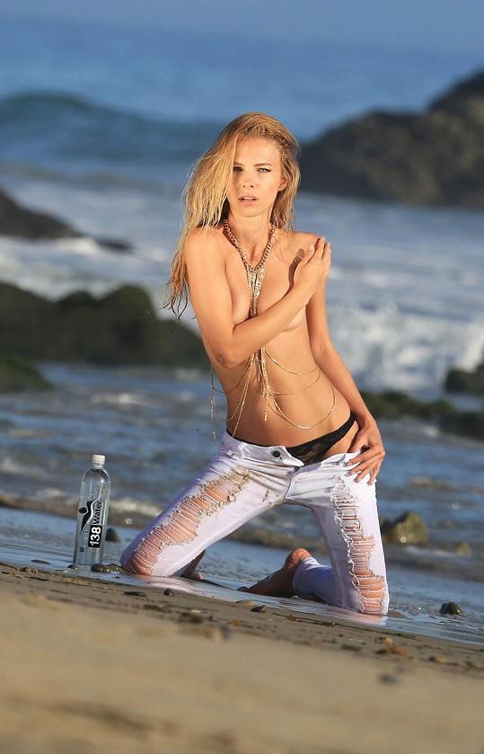 Tereza Jelínková provokovala na kalifornské pláži.