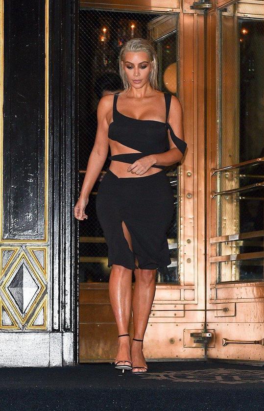 Kim Kardashian se ukázala v sexy outfitu.