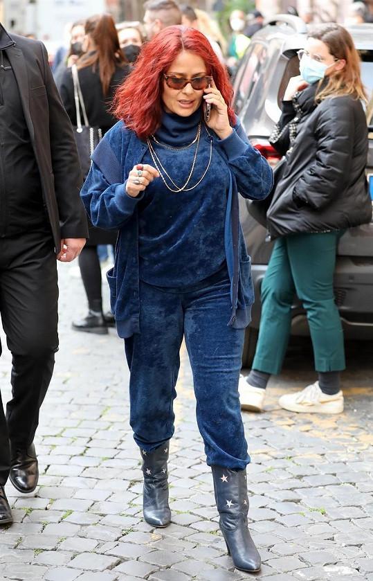 Salma Hayek šla kvůli nové roli do vlasové proměny.
