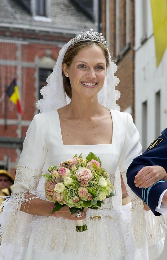 Princezně to ve svatebních šatech moc slušelo.