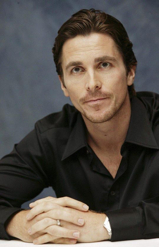 Christian Bale je atraktivní muž.