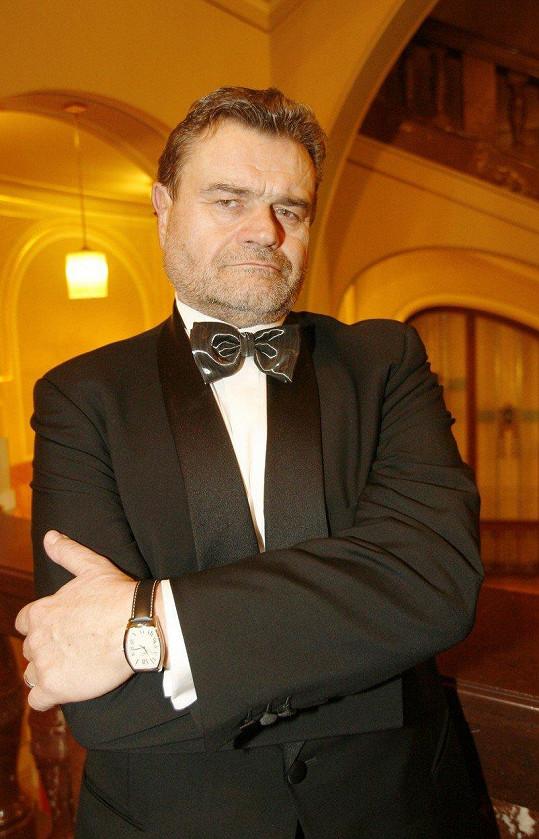 Karel Svoboda odešel ze světa dobrovolně ve své vile v pražských Jevanech v roce 2007.