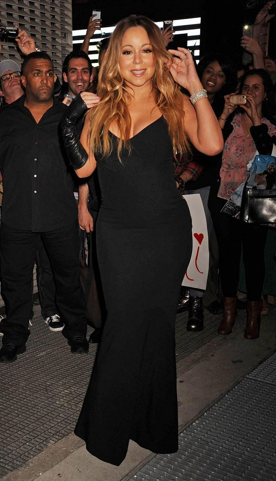 Mariah Carey uvedla nové album Me. I Am Mariah…The Elusive Chanteuse za velkého zájmu fanoušků.