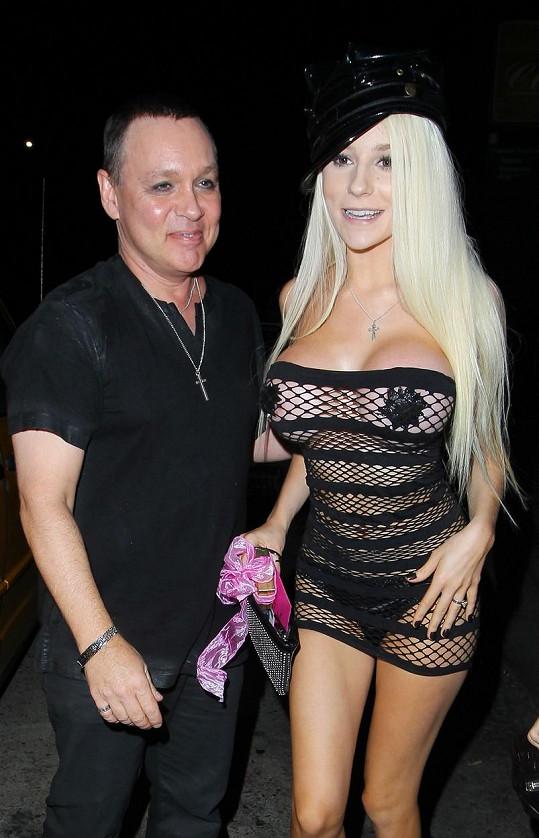 Courtney má s manželem Dougem bouřlivý vztah.