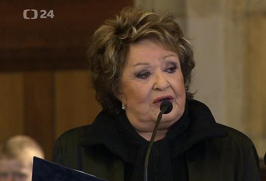 Jiřina Bohdalová během smutečního projevu v katedrále svatého Víta