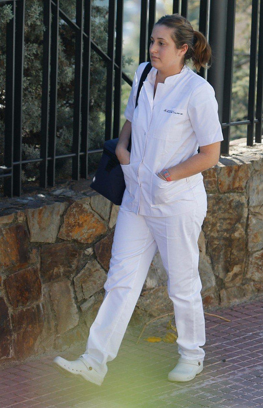 Je ve stálé intenzivní péči zdravotníků, kteří za ní každý den docházejí do jejího domu v Barceloně.