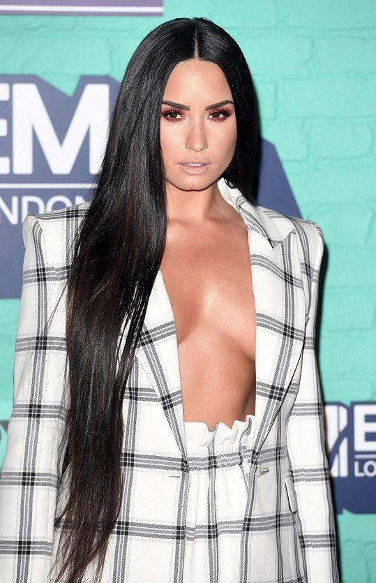 Demi Lovato natočila o svých mentálních poruchách dokument.