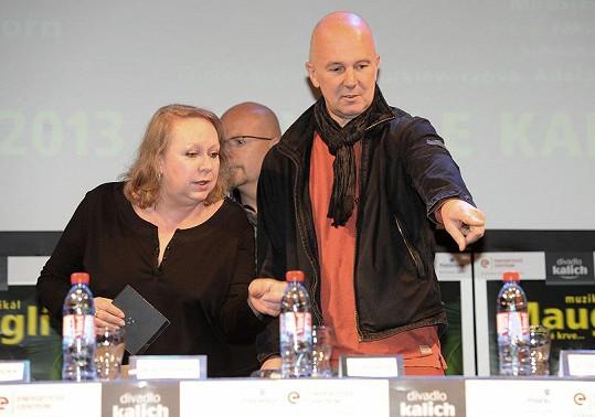 A s manželkou Gábinou Osvaldovou, která napsala texty (v pozadí producent Michal Kocourek).