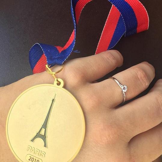 Šilhánová se na sociální síti pochlubila zásnubním prstenem.