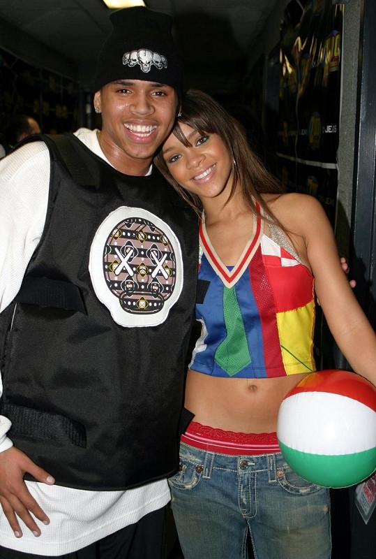 V roce 2009 dostal Chris 5 let podmínku a musel odpracovat 180 veřejně prospěšných prací za napadení své tehdejší přítelkyně Rihanny. Zpěvačku napadl v den udílení Grammy, kde měla vystupovat. Tihle dva se dali pak ještě jednou dohromady v letech 2012-2013.