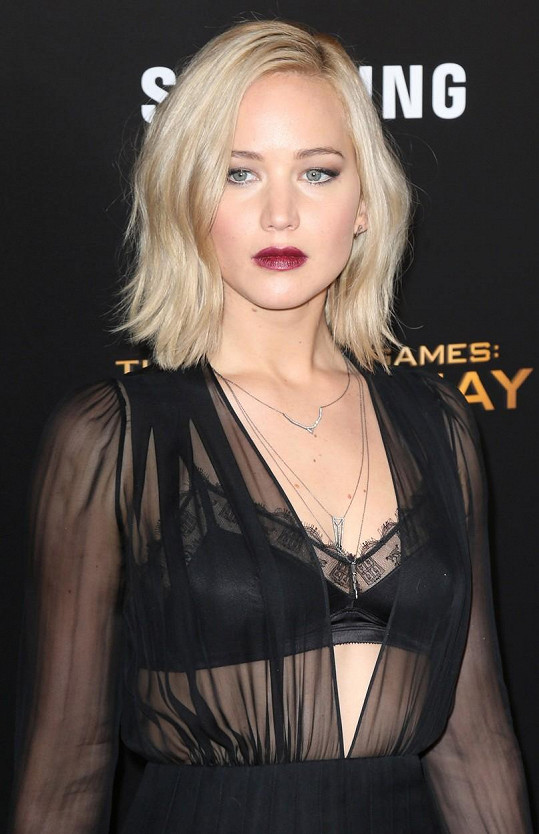 Jennifer Lawrence vsadila na průsvitný materiál.