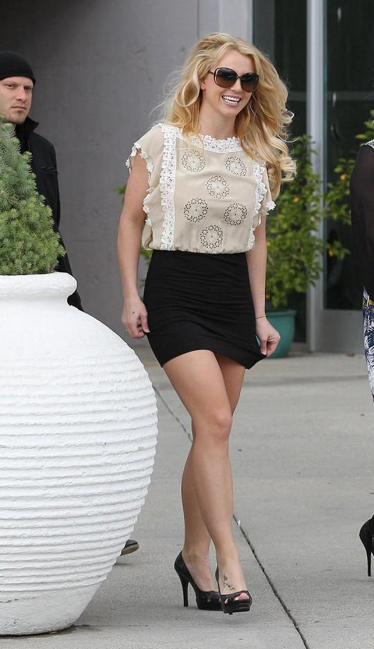 Britney Spears v poslední době sází na své vypracované nohy.
