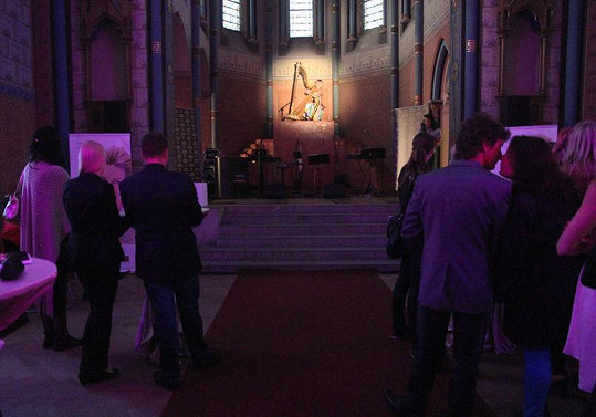 I díky harfě byla atmosféra v kostele velmi slavnostní.