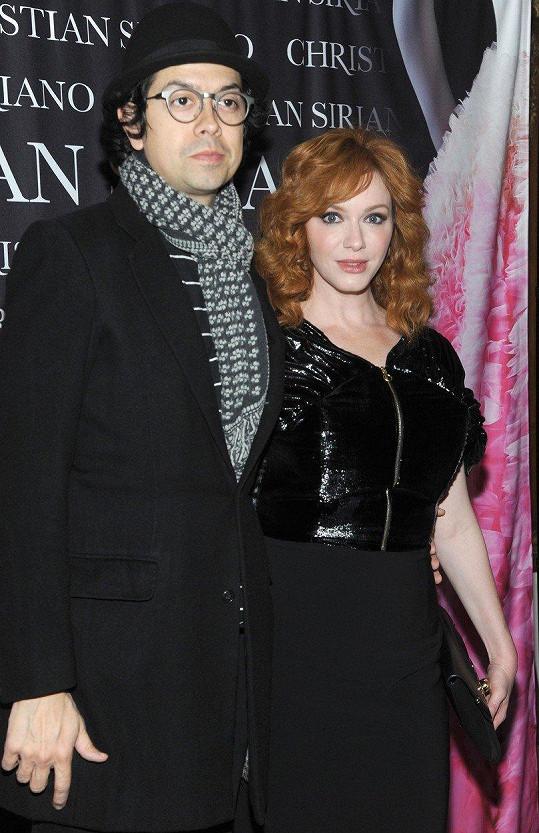 Christina Hendricks s manželem Geoffreyem Arendem na křtu knihy návrháře Christiana Siriana Dresses to Dream About