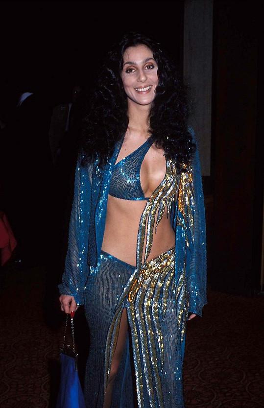 Usměvavá Cher na snímku z roku 1977