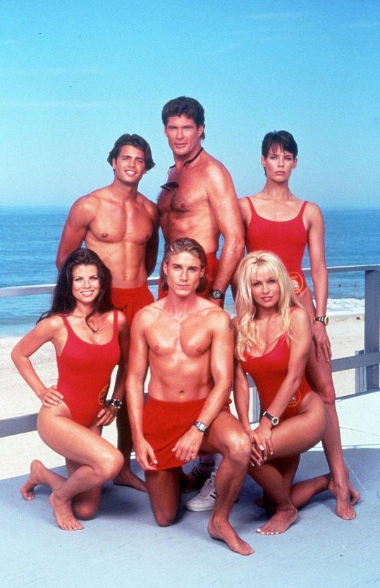 Postava Logana Fowlera (dole uprostřed) se objevila v 48 epizodách.