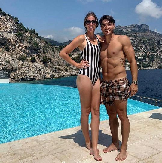 S manželem Michalem Hrdličkou tvoří krásný pár.