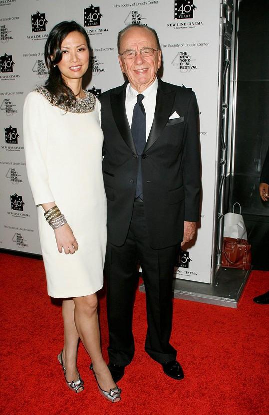 Za Ruperta Murdocha byla provdaná čtrnáct let. Magnát je nyní ženatý s bývalou modelkou Jerry Hall.