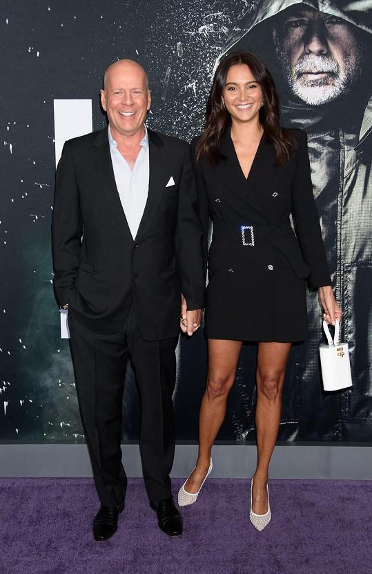 Bruce Willis s manželkou Emmou Heming. Vzali se v roce 2009 a mají dvě dcery.