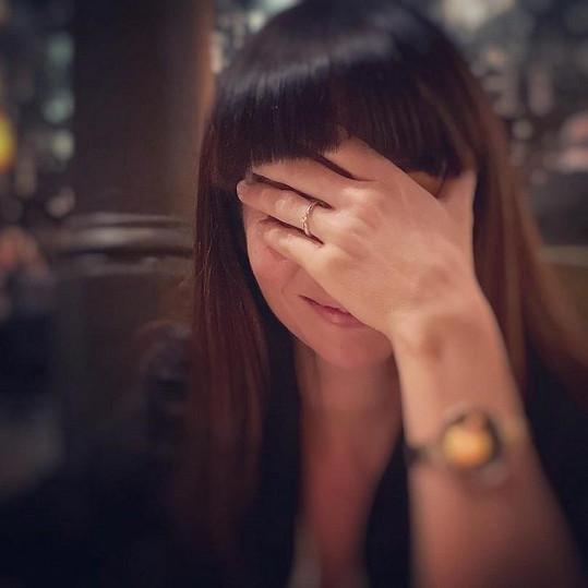 Nováková je pár dní zasnoubená a už plánuje svatbu.