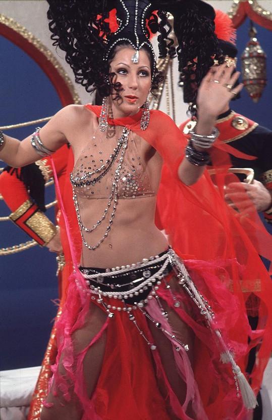 Zpěvačka měla labost pro odvážné kostýmy už na počátku své kariéry.