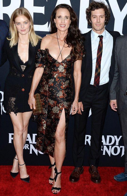 Samara Weaving, Andie MacDowell a Adam Brody