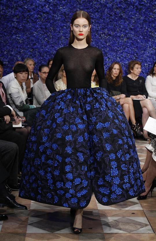 Tento model z couture kolekce podzim a zima 2012 se stal asi nejslavnějším.