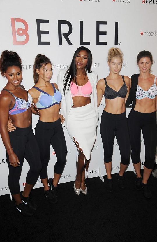 Serena mezi profesionálními modelkami rozhodně nezapadla, naopak!