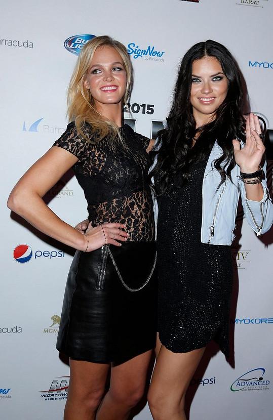 Kolegyně Adriana Lima a Erin Heatherton zvolily minišaty.
