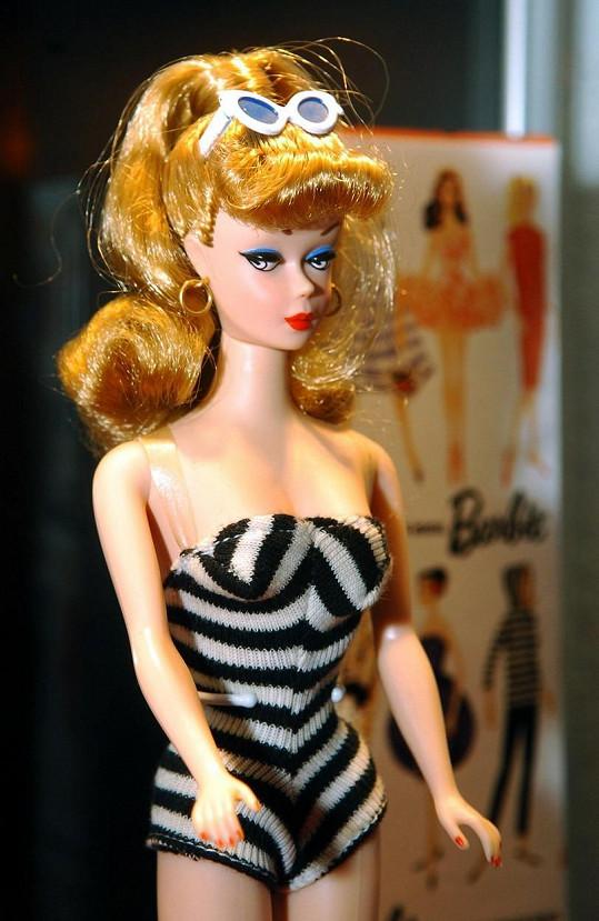 Zpěvačka se nechala inspirovat plavkami, které na sobě měla původní panenka Barbie.