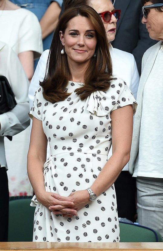 Ženské finále Wimbledonu a Kate v šatech Jenny Packham