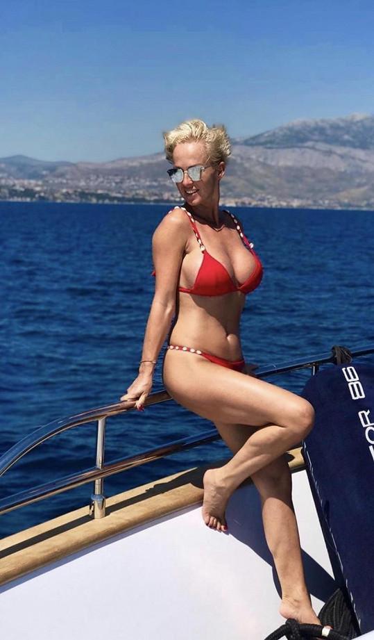 Zuza Belohorcová je u moře celý rok.