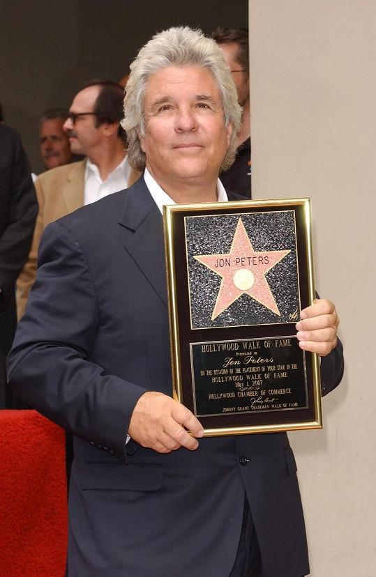 Herečka si v Malibu vzala producenta Jona Peterse, který po ní toužil dlouhých 35 let, jak uvedl.