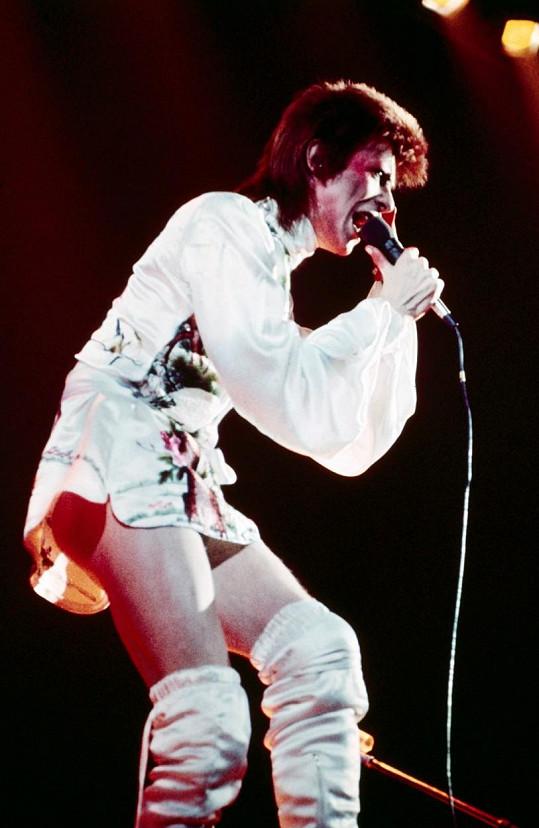 I tohle David Bowie oblékl na koncertě.