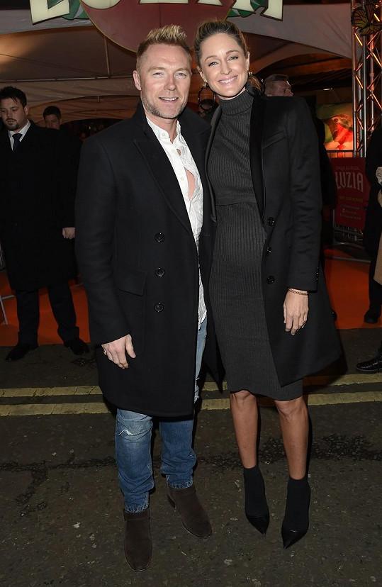 Ronan Keating s manželkou budou mít holčičku.