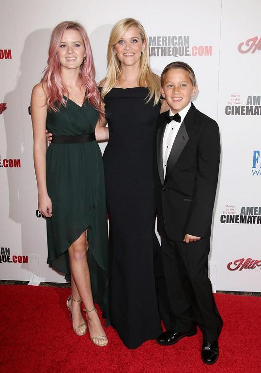 Reese s dcerou Avou a synem Deaconem, jejichž otcem je Ryan Phillippe