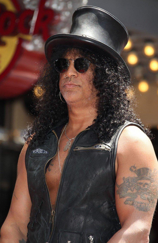 Slash musel sáhnout hluboko do kapsy.
